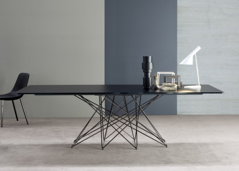 Octa dining table