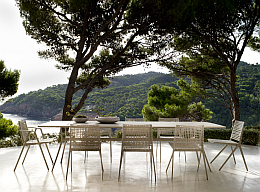 Tribu Branch dining table & chairs