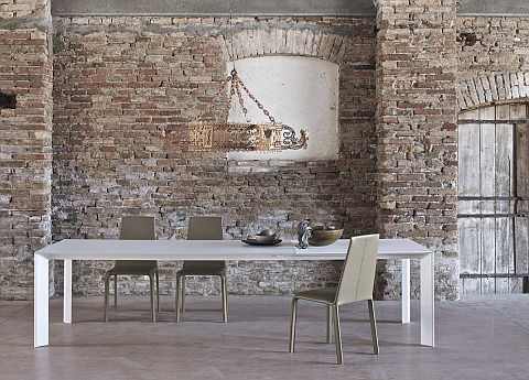 Genio dining table