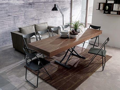 Newood as a dining table