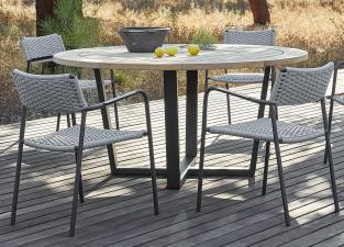 Manutti Fuse Round Garden Table