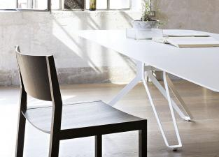 Lema 3 Pod Lacquer Dining Table