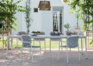 Emu Yard Extending Garden Table
